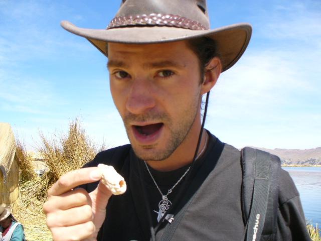 Thomas mange du pop-corn geant!